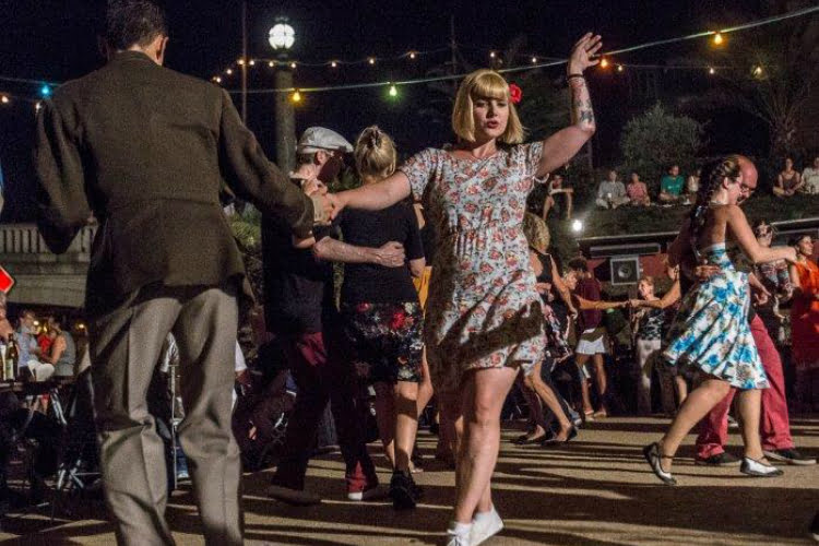 Strandbar dancing - things to do in Berlin