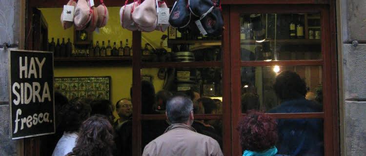 El Xampanyet - best bars in barcelona