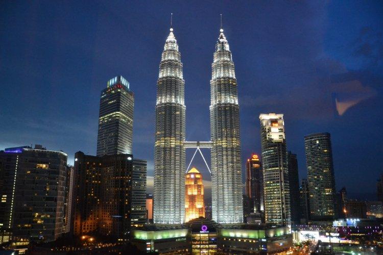 Petronus Twin Towers - visit Kuala Lumpur