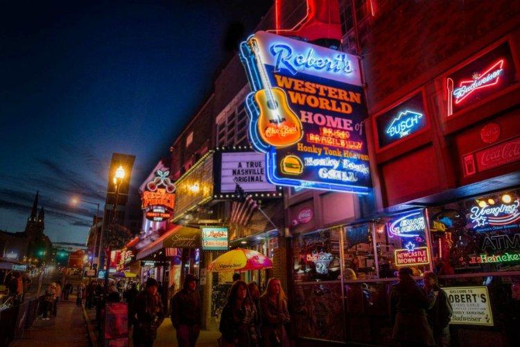 Roberts Western World - best bars in Nashville