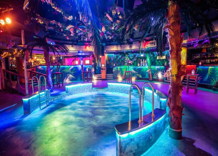 Clubs In London: Tropicana Beach Club