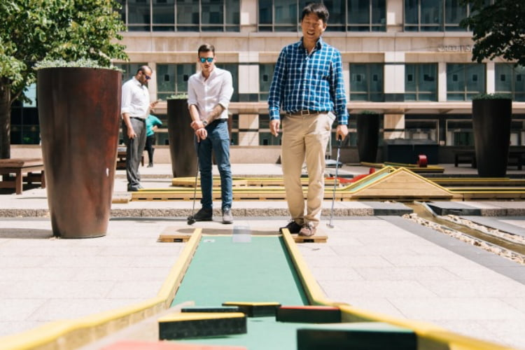 Minigolf Canary Wharf - crazy golf London