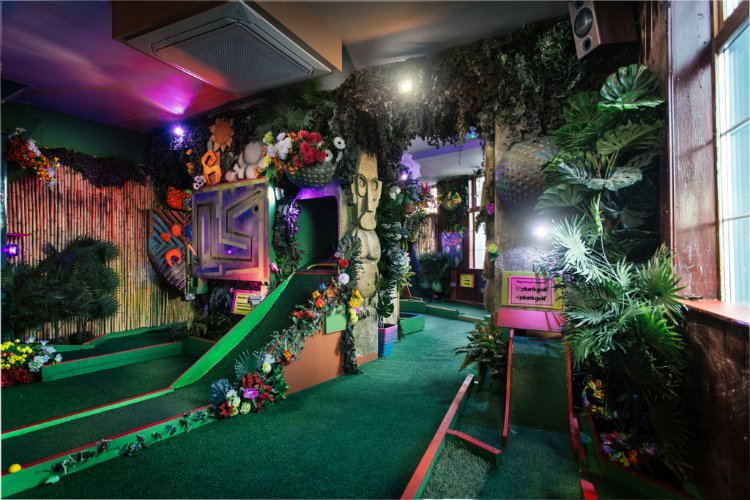 Plonk Islington - crazy golf London