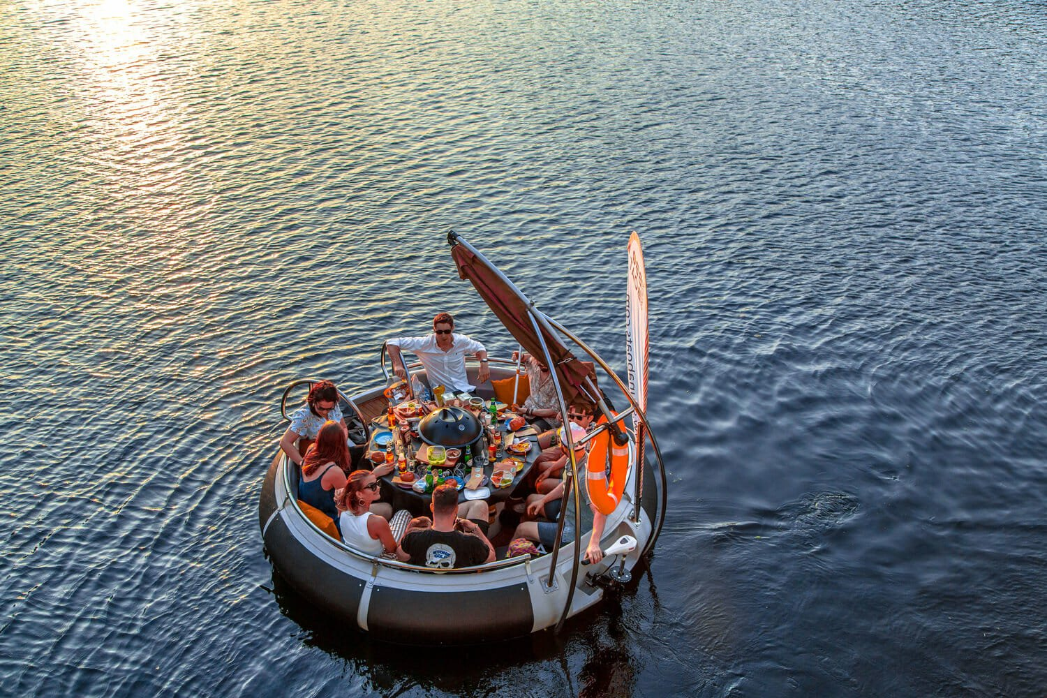 Skuna bbq boat hire london